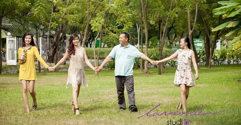 cách tạo dáng chụp hình gia đình đẹp