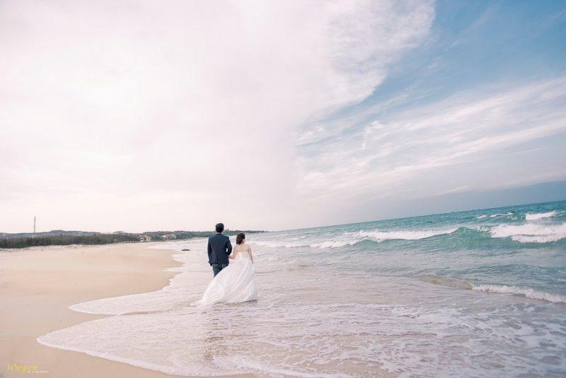Mũi Né, Phan Thiết. Đồi cát bay có diện tích khá rộng, với cát vàng mịn màng, óng ánh trải dài như một sa mạc