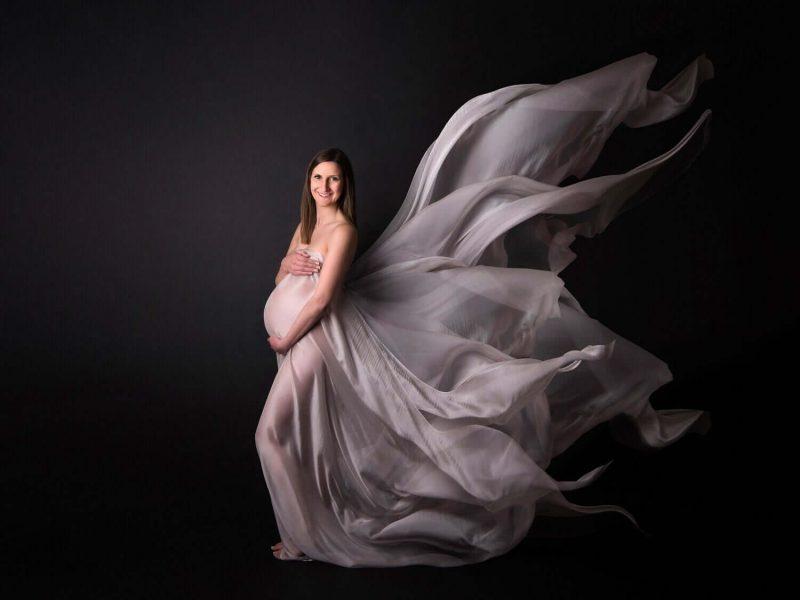 Chụp ảnh với váy lụa
