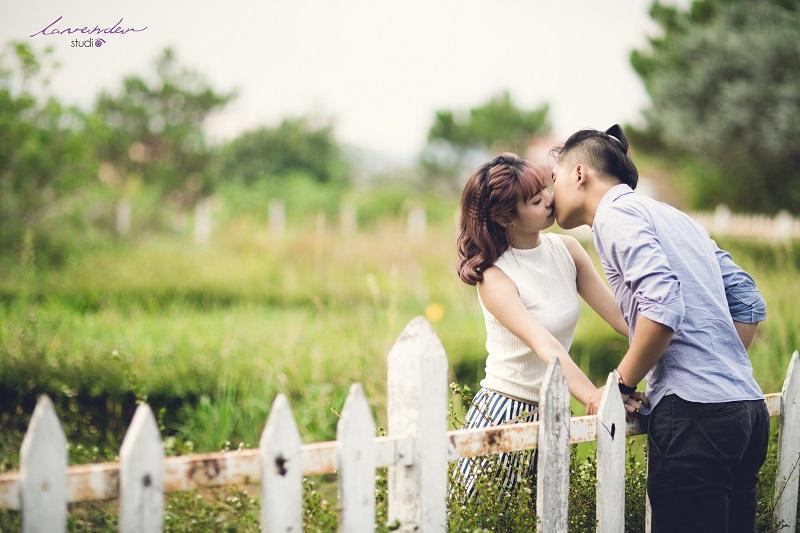 chụp ảnh cưới khu biệt thự hàng rào trắng