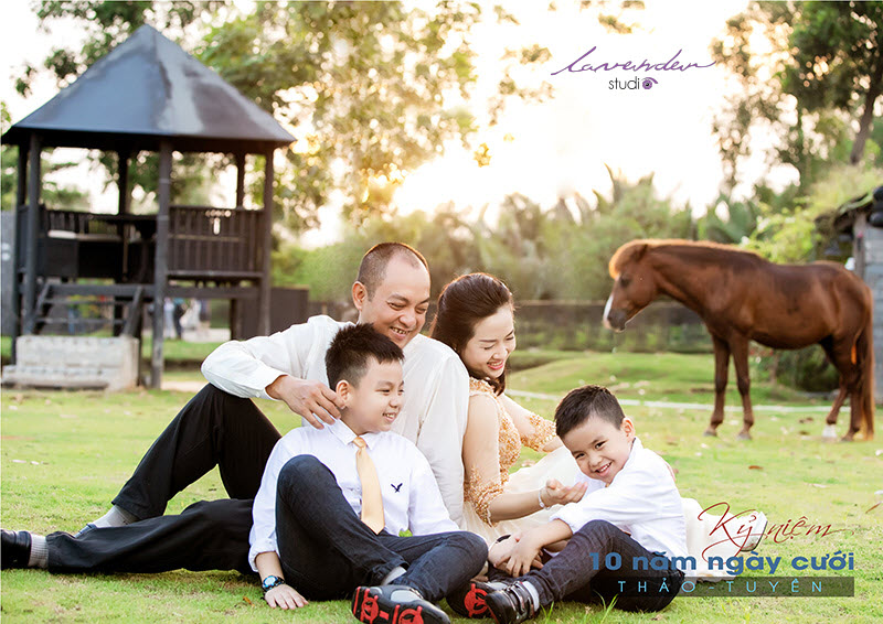 chụp ảnh gia đình kỷ niệm ngày cưới ở tphcm