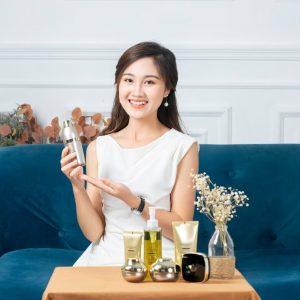 Chụp ảnh nữ doanh nhân với sản phẩm