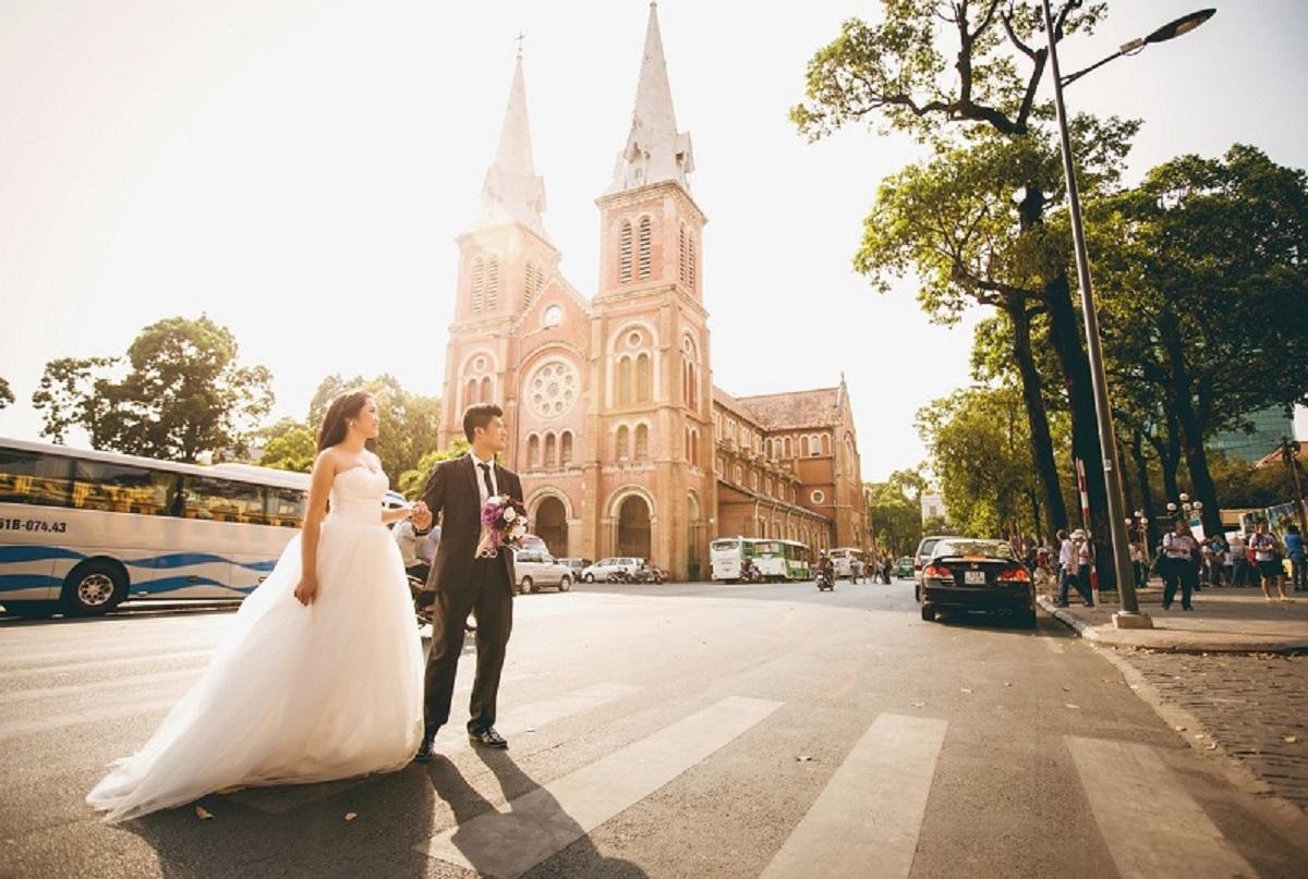 chụp ảnh cưới ở nhà thờ Đức Bà