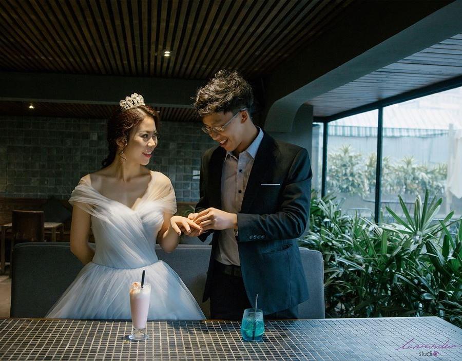 chụp hình cưới ở quán caphe
