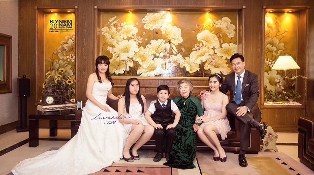 chụp hình gia đình với con nhỏ