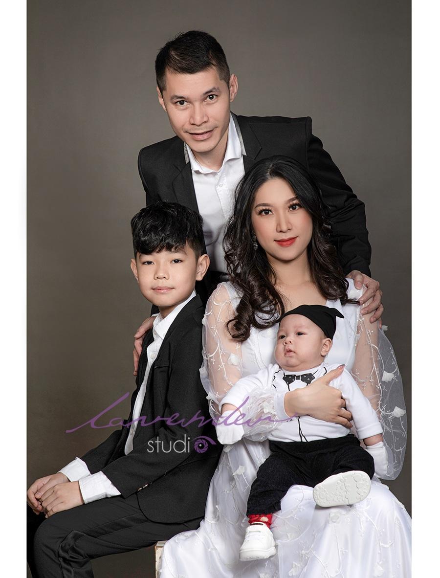chụp hình gia đình dịp Tết tại Lavender studio Hồ chí Minh