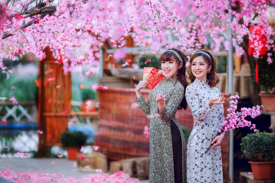 Chụp hình áo dài ngày Tết tại Hà Nội