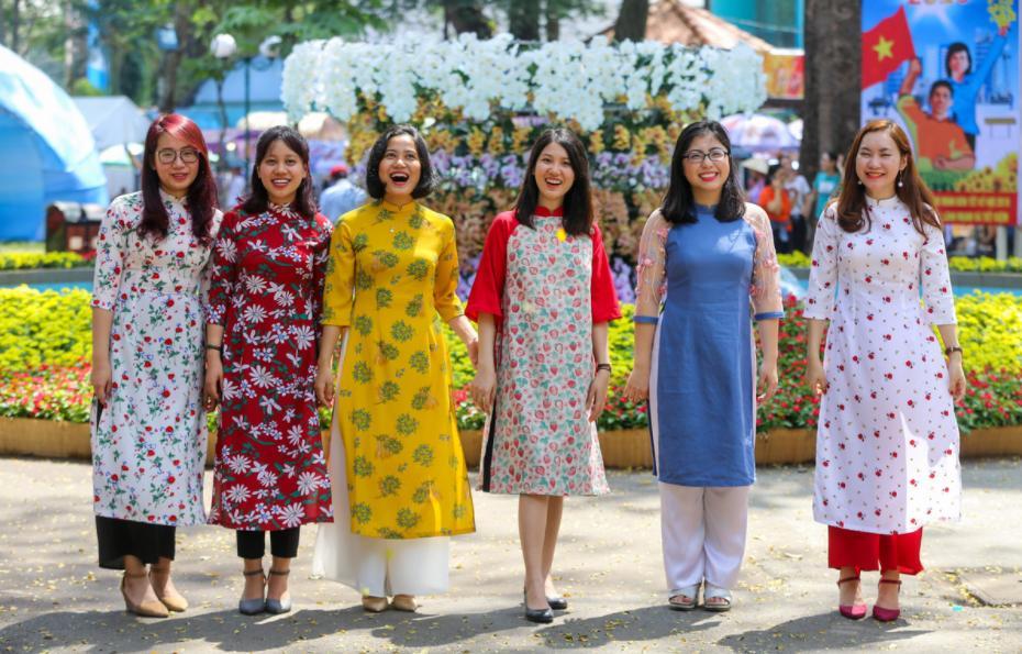 chụp hình Tết tại đường Hoa Nguyễn Huệ 2021