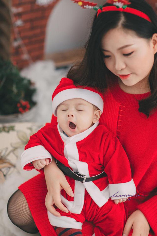Cách chọn trang phục chụp ảnh Noel cho mẹ và bé