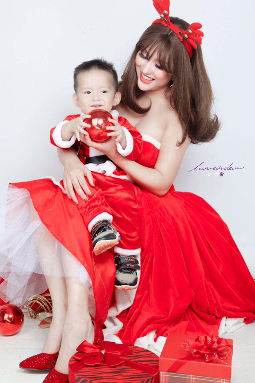 Giá chụp hình giáng sinh cho mẹ và bé