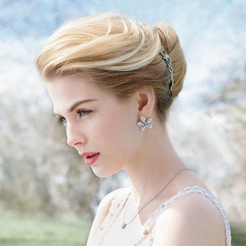 tóc chải cao cho cô dâu