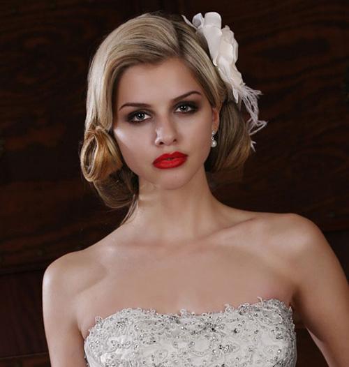 trang điểm cô dâu với tóc kẹp bên