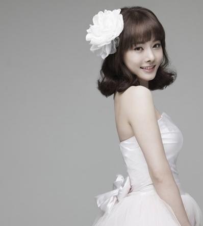 trang điểm cô dâu tóc ngắn